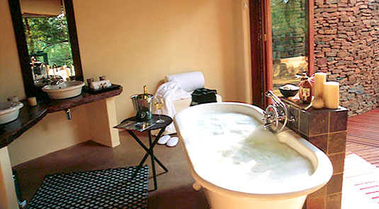 Makanyane Safari Lodge - Madikwe Game Reserve - Luxurious Suites Bathrooms